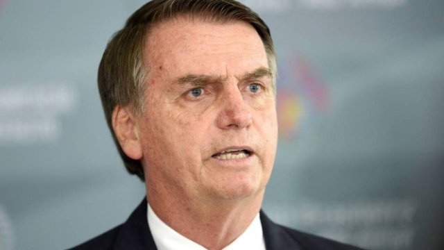 x80174100_Brazilian-President-elect-Jair-Bolsonaro-addresses-the-press-after-a-meeting-at-the-Brazili.jpg.pagespeed.ic.tA1S1rOrEF